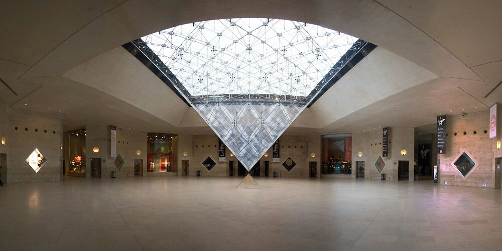 Louvre. Pirámide invertida.