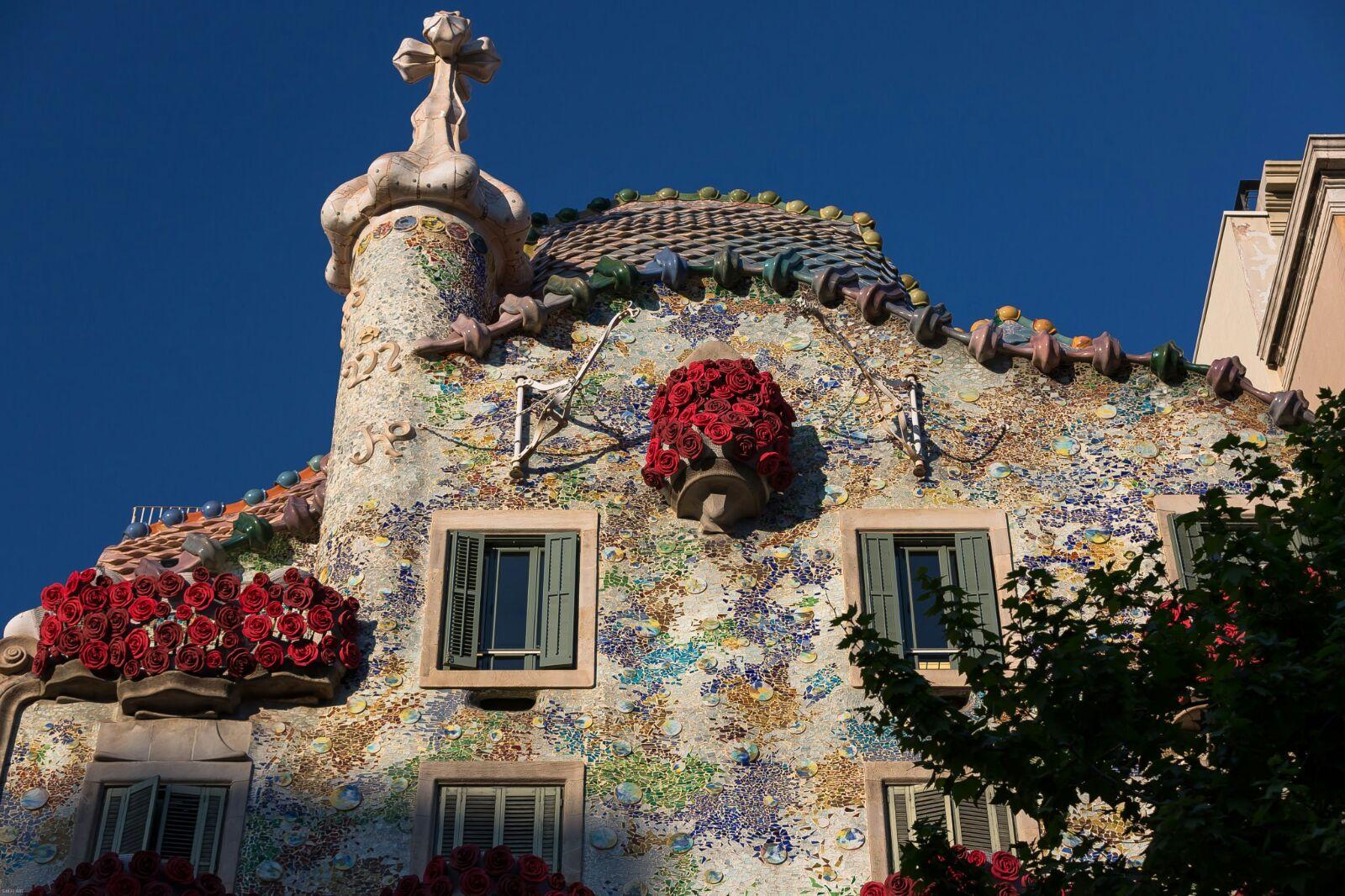 El balcón de la princesa cerca del dragón y la lanza...