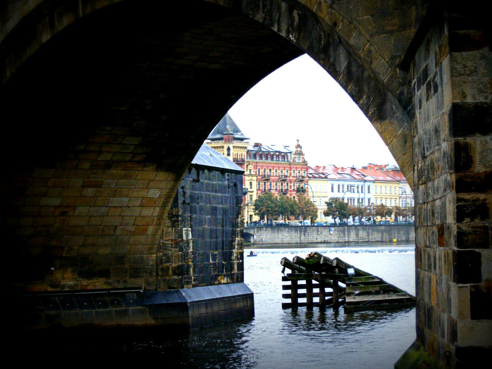 Praga, puertas a la imaginación...tras la puerta posibilidad de desear despierta.
