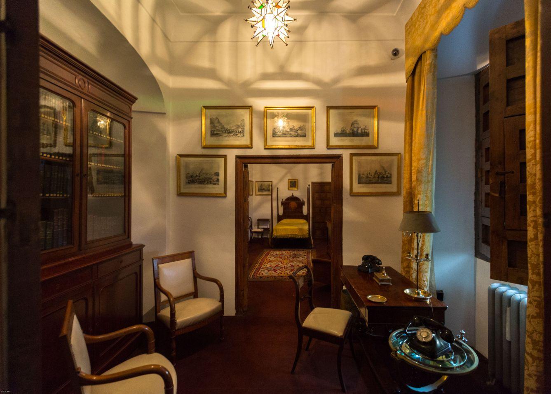 Dormitorio del marqués...costumbre de habitaciones separadas...