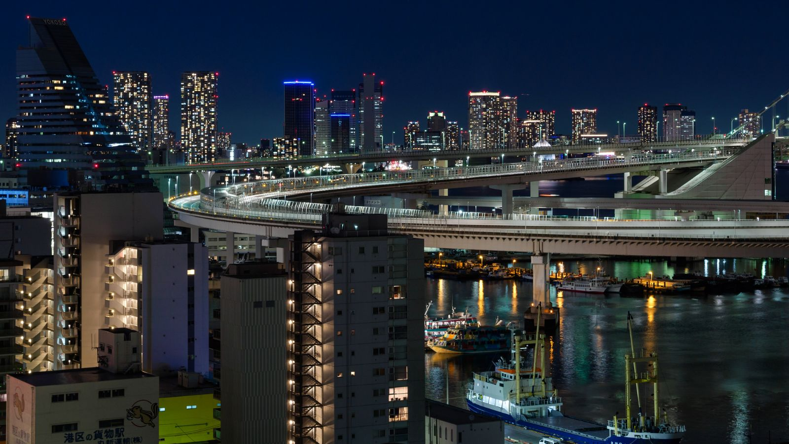 Tokio deslumbra e intimida
