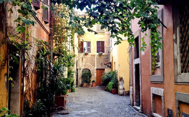 Un callejón del barrio Trastėvere...