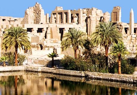 El lago sagrado se alimenta de las aguas subterráneas del río Nilo