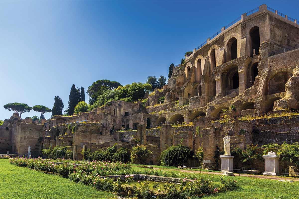 Templo de las Vestales...aquí habitó la madre de Rómulo y Remo antes de ser seducida por el dios Marte