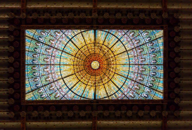 El lucernario central representa el sol...