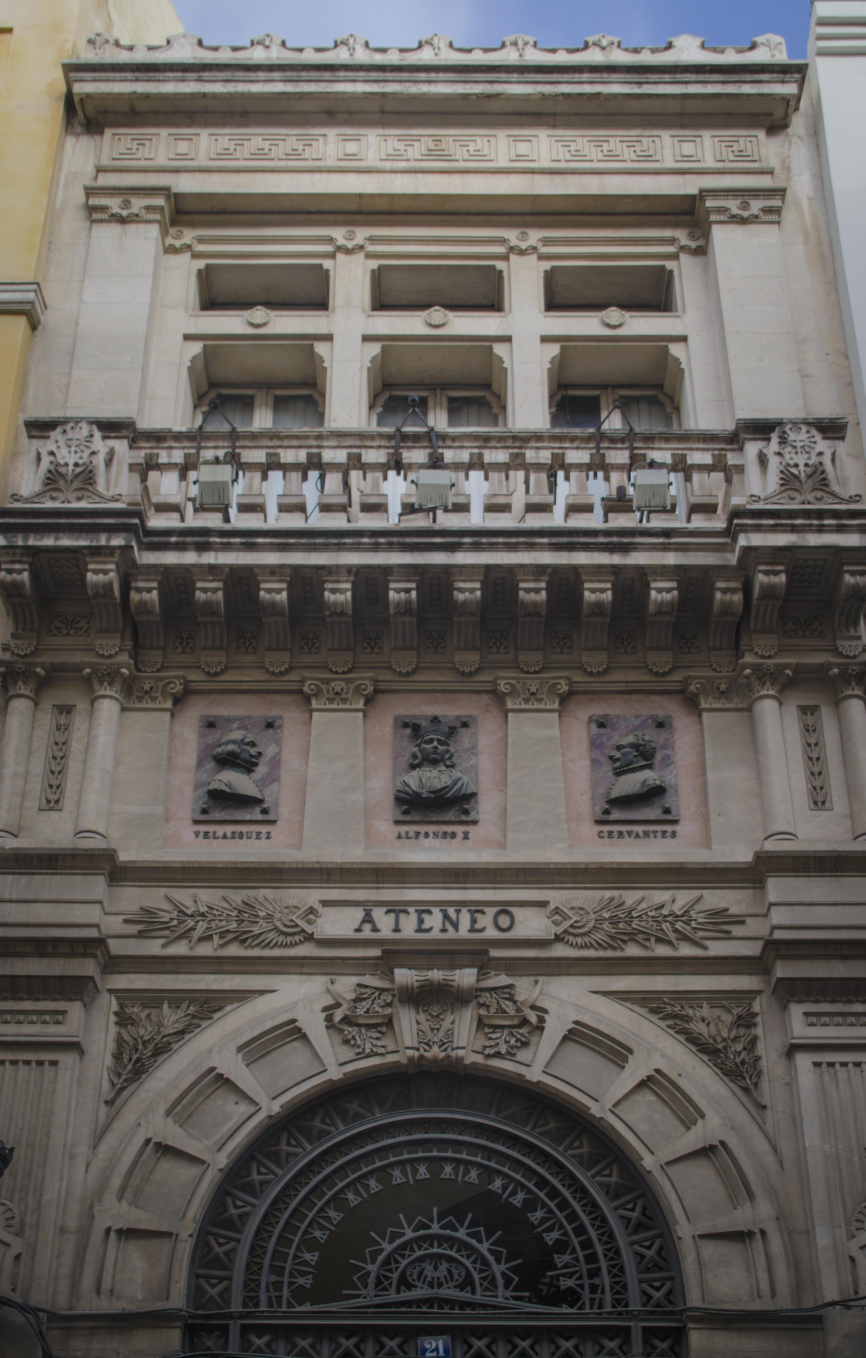 El Ateneo aún hoy sigue siendo punto de encuentro de aquellos que aman al arte y la cultura