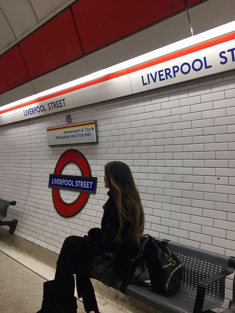 El logotipo del metro conocido como la «redondela»...