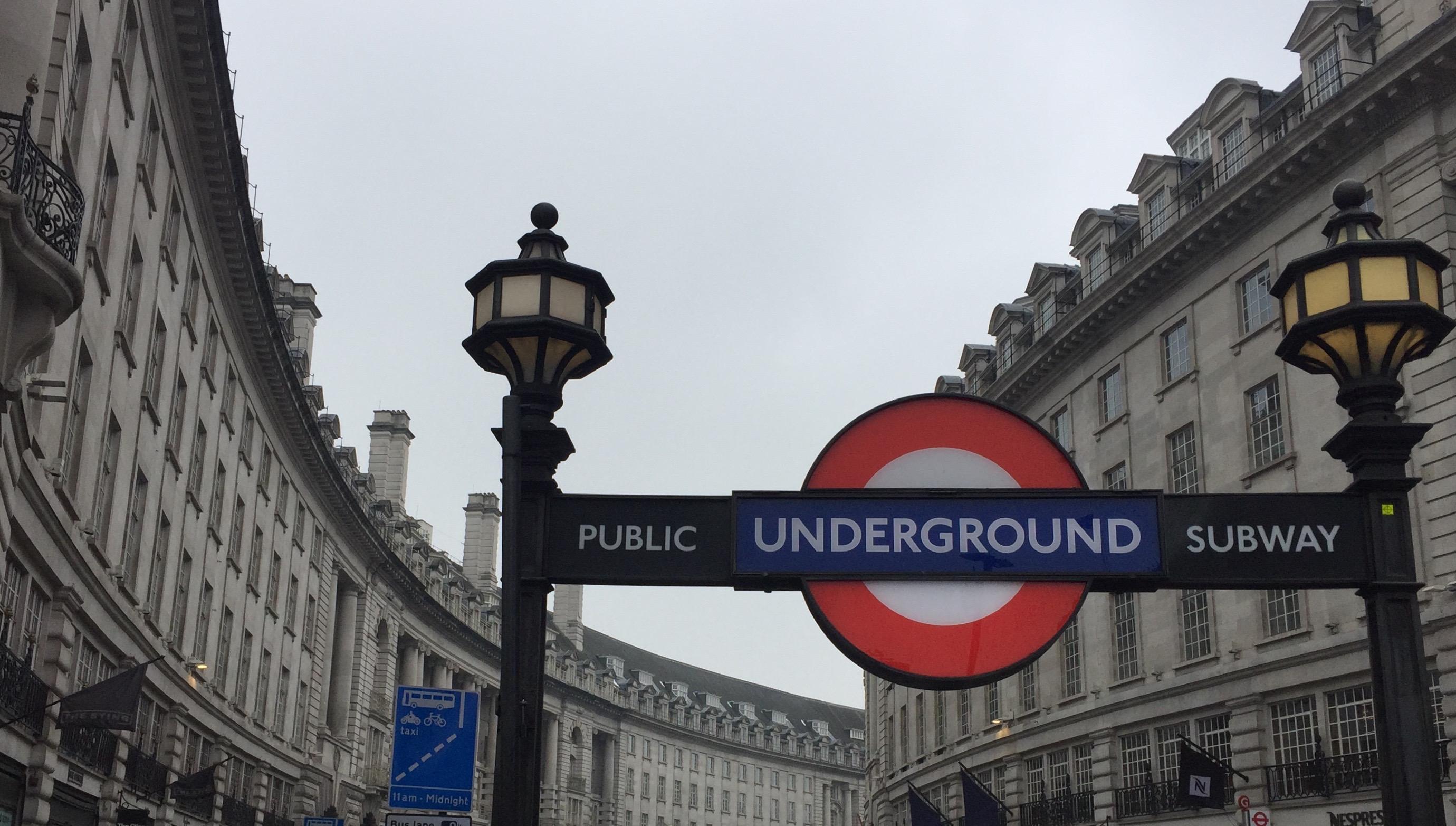 El logotipo del metro se ha convertido en icono de Londres