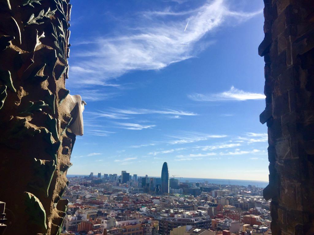 Cientos de años llevan los enamorados paseando por la Ciutat Bella...