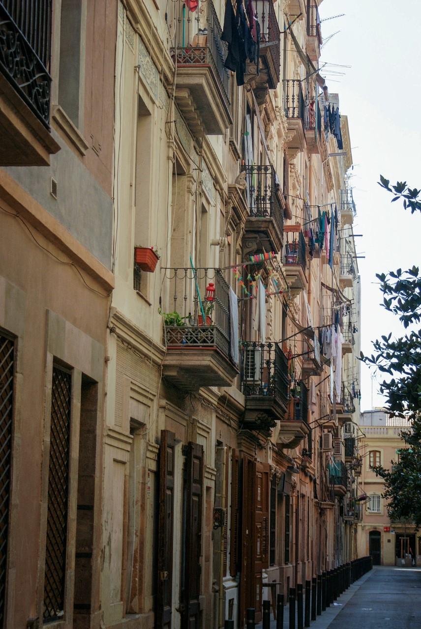 El barrio de la Barceloneta y sus singulares calles...