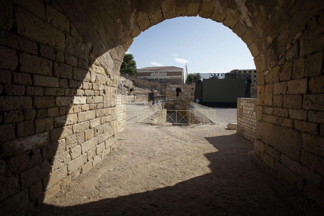 Los gladiadores ascendían a la arena por las puertas del eje elíptico...