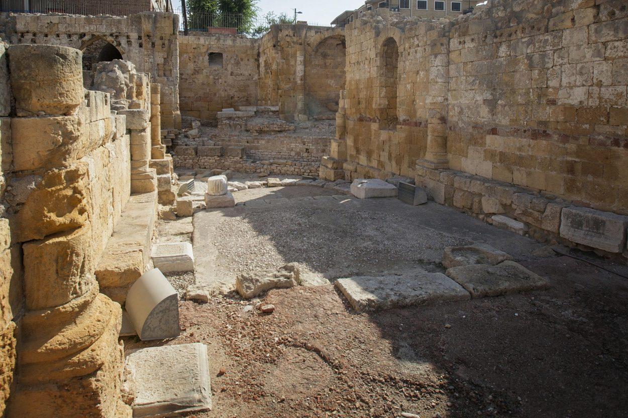 Se extrajo de la tierra los restos del primigenio edificio