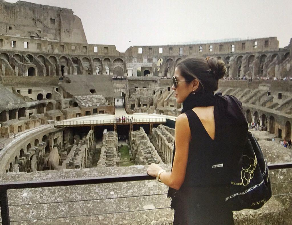 Roma. El Coliseo. La mochila la ha acompañado a Italia en varias ocasiones
