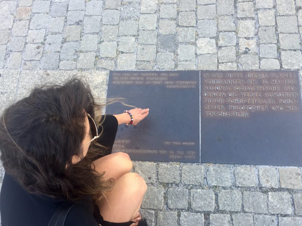 Allí donde se queman los libros se acaba por quemar a los hombres. Plaza donde tuvo lugar la quema de libros: Bebelplatz