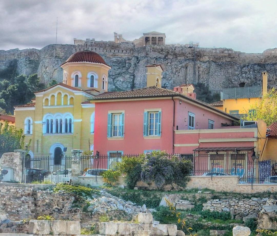 Desde la Biblioteca de Adriano las vistas a la Acrópolis...