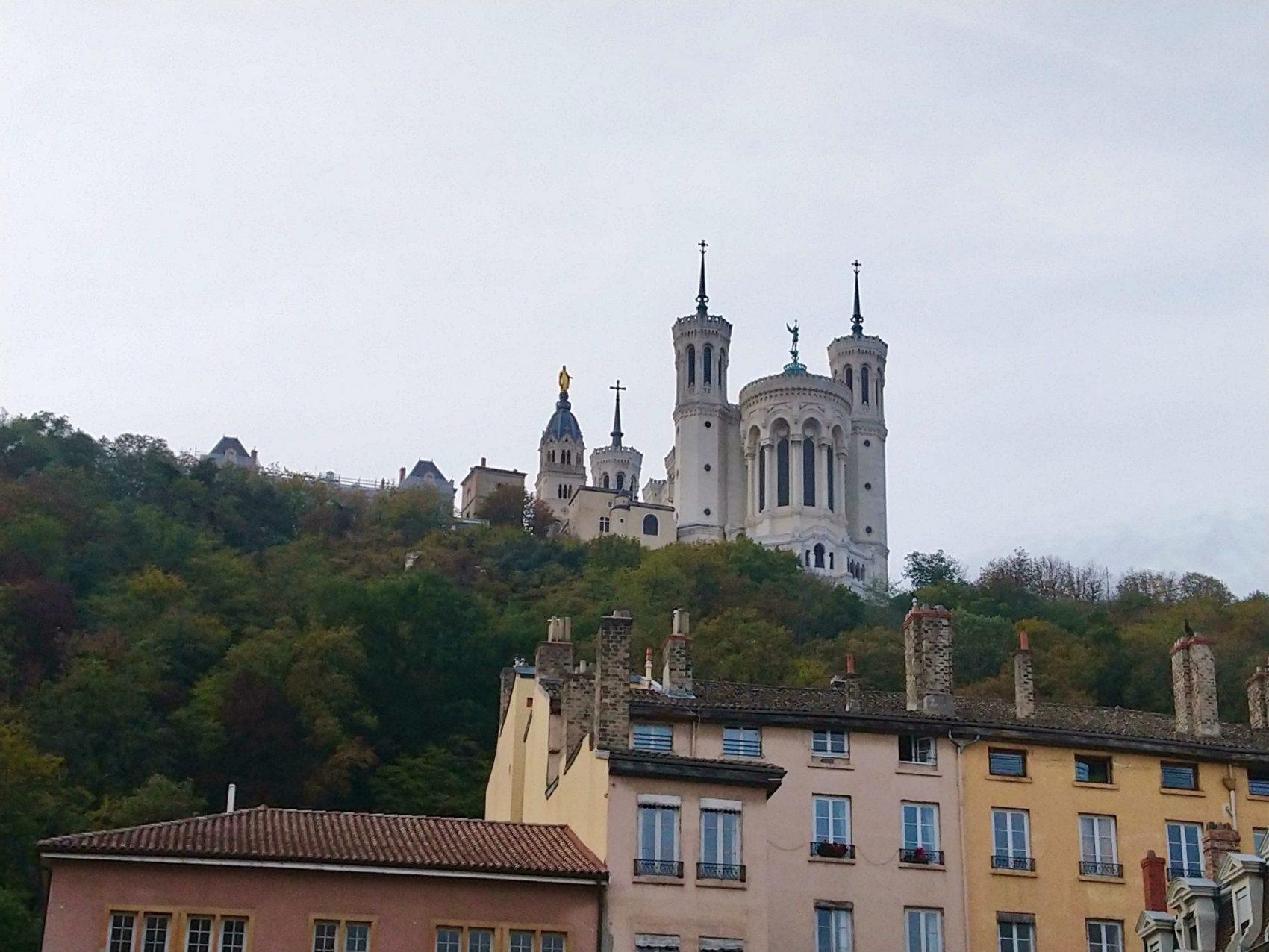La Basílica Notre-Dame de Fourvière es visible desde cualquier punto de Lyon