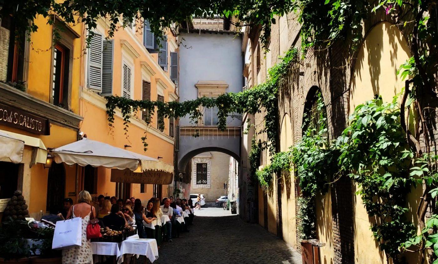 El barrio del Trastevere ha mantenido su aire de pueblo por sus callejuelas...