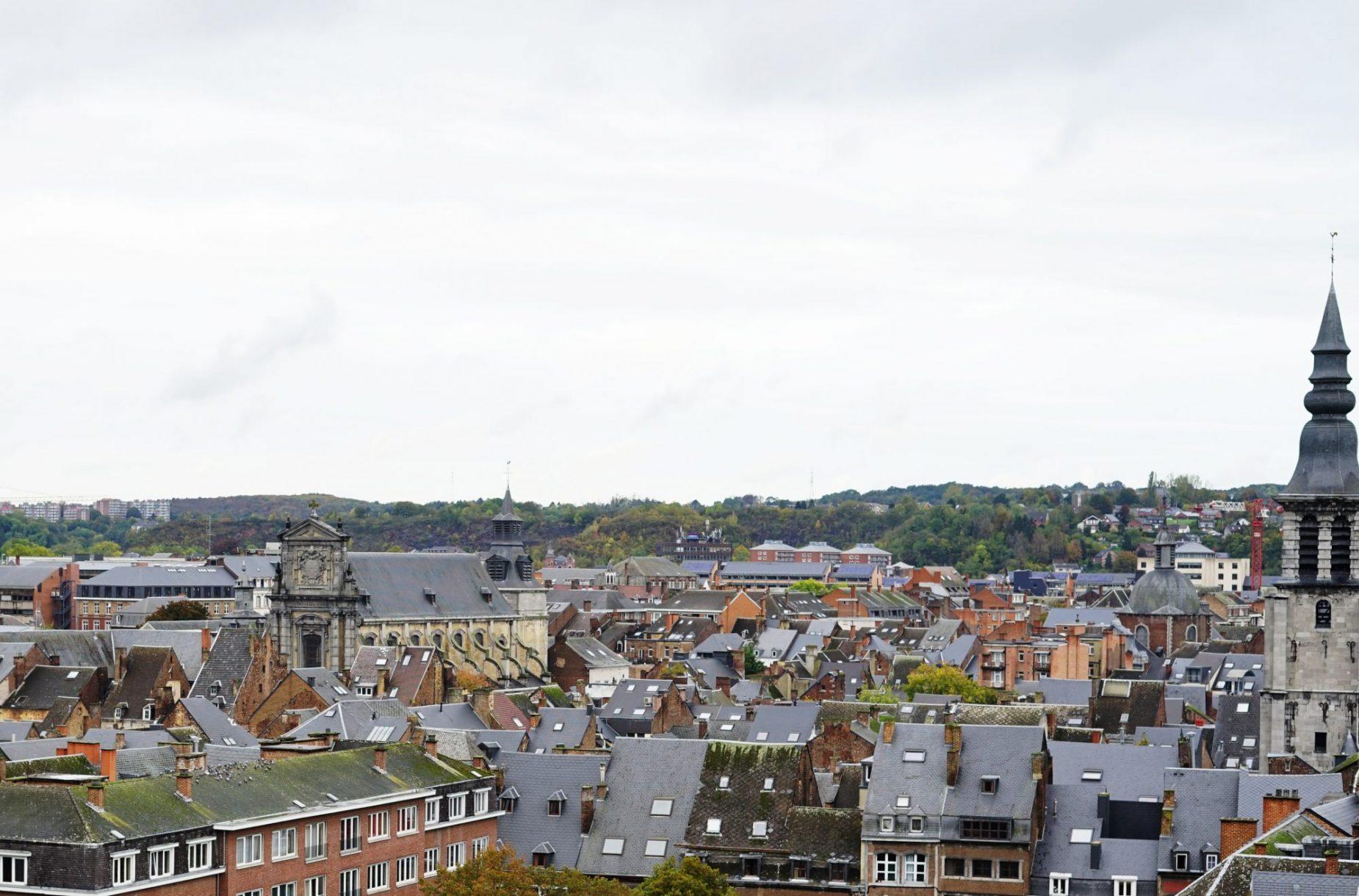 Namur ofrece una anacrónica visión de diferentes estilos arquitectónicos...